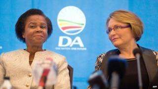Mamphela Ramphele (L) and Helen Zille (R)