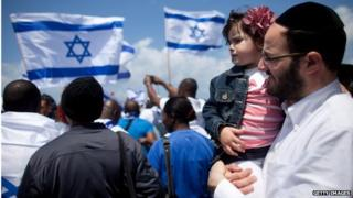 Israeli man with daughter at Israel independence day event in Tel Aviv (April 2013)