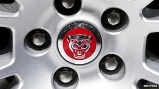 Jaguar wheel and logo