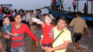 Survivors of the boat mishap in India, 9 February 2014