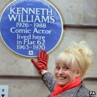 Barbara Windsor unveiling the blue plaque