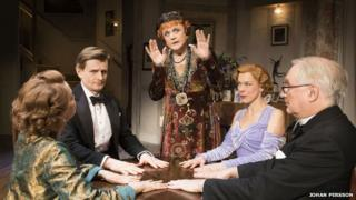Angela Lansbury, Charles Edwards, Janie Dee, Serena Evans and Simon Jones in Blithe Spirit