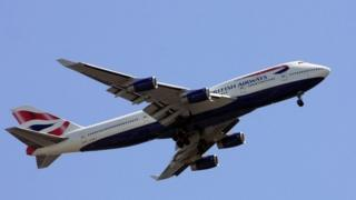 A British Airways 747-436 deploys its landing gear on its approach to Heathrow Airport 14/07/2009