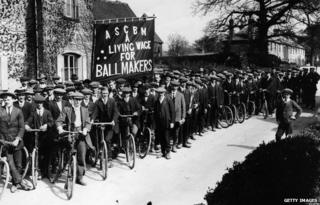 Cricket ball makers on strike in 1914