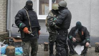 Pro-Russian gunmen holding police station in Sloviansk, 13 Apr 14