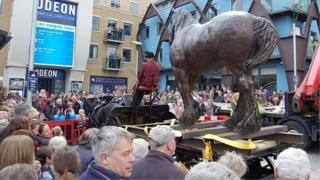 The sculpture on the dray cart