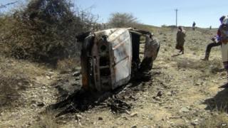 Car destroyed in air strike in Bayda province (19 April 2014)