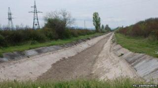 Dried-up North Crimea Canal - pic tweeted 24 Apr 14