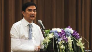 Thailand's opposition leader and former Prime Minister Abhisit Vejjajiva speaks during a news conference at a hotel in Bangkok, 3 May 2014