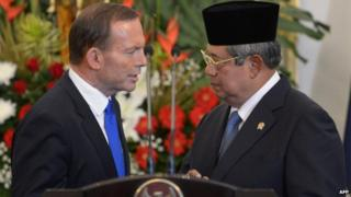 File photo: Indonesia's President Susilo Bambang Yudhoyono (right) talks to Australia's Prime Minister Tony Abbott at the presidential palace in Jakarta on 30 September 2013