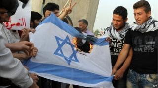 Iranians burn Israeli flag in Tehran (file photo)