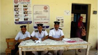 Egyptian policemen at polling station in Suez