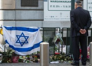 Man visits Brussels Jewish Museum (2 June)