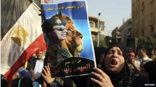 Woman holds poster of Abdul Fattah al-Sisi (20/05/14)