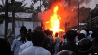 Fire during Buddhist-Muslim clashes in southern Sri Lanka, 15 June 2014