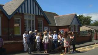 Parents and councillors gathered at Ysgol Maelgwn on Friday before marching to the planned new site