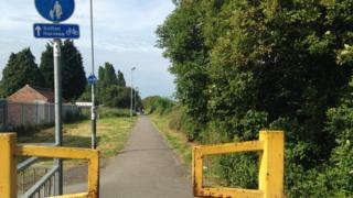 Hull cycle path