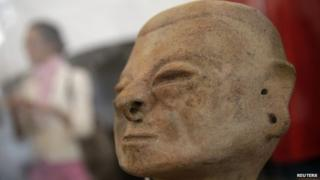 Pre-Columbian archaeological art piece displayed in Madrid