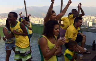 Tension of fans watching in Mangueira favela - 28 June