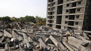 Rescue search through the rubble in Delhi. Photo: 28 June 2014