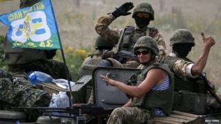 Ukrainian troops are pictured near Sloviansk (11 July 2014)