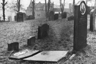 Graves in about 1950