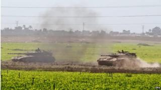 Israeli tanks heading towards Gaza (18/07/14)