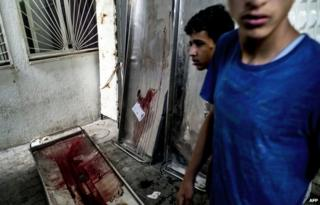 Blood-stained gurneys at a mortuary in Beit Lahiya (4 August 2014)