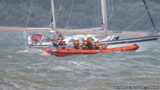 Yacht rescue attempt