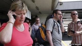 passengers on phones before flighty