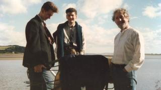 Michael Sheen recovers the gate from Dylan Thomas's boathouse home in 1984 with Charley and John Uzzell-Edwards