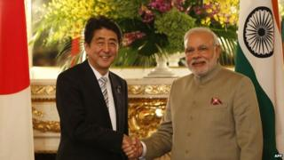 Japanese PM Shinzo Abe and his Indian counterpart Narendra Modi have pledged to boost trade ties