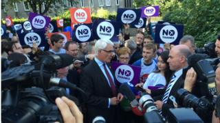 alistair darling with journalists and No campaigners