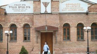A woman stands outside a synagogue on April 19, 2014 in Donetsk, Ukraine