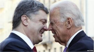 Ukraine's President Petro Poroshenko (L) and US Vice-President Joe Biden meet in Kiev,