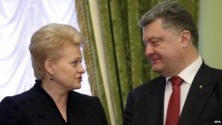 Lithuania's President Dalia Grybauskaite (L) and Ukrainian President Petro Poroshenko (R) talk in Kiev, Ukraine on 24 November 2014