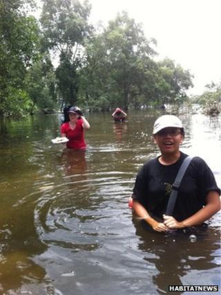 Researchers among mangroves, Singapore (Image: Habitat News via Flickr)
