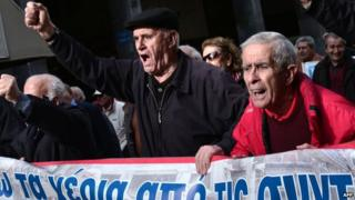 Greek pensioners protest in Athens, 18 Dec 14