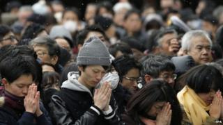Japanese people offer prayers for the New Year in Tokyo (01 January 2015)