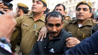 Indian police escort Uber taxi driver and accused rapist Shiv Kumar Yadav (C) following his court appearance in New Delhi on December 8, 2014