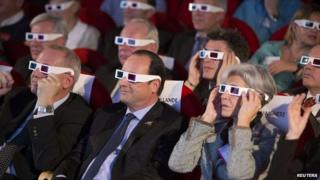 President Hollande watches the European comet landing