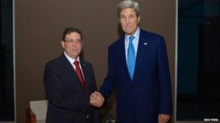 US Secretary of State John Kerry (R) shakes hands with Cuban Foreign Minister Bruno Rodriguez in Panama City