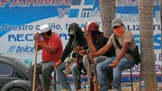 gunmen patrolling streets of Chilapa 10 May 2015