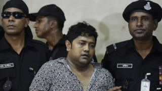 Sohel Rana (centre) at the time of his arrest by the Rapid Action Battalion (RAB) in Dhaka (28 April 2013)