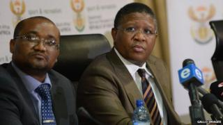 Director General Alec Moemi (L) and Sport and Recreation Minister Fikile Mbalula (R) at a press conference in Johannesburg, 3 June 2015