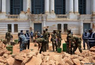 Nepalese army, police and local work together to clear rubble along a street of Durbar Square, a UNESCO world heritage site in Kathmandu, following an earthquake at Kathmandu May 7, 2015.