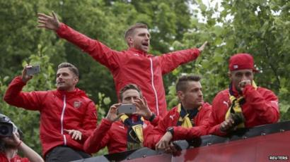 Arsenal players on victory bus