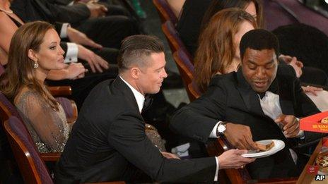 Brad Pitt and Chiwetel Ejiofor sharing pizza