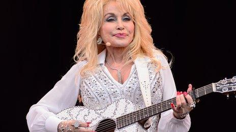 Dolly Parton has told Radio 1 Glastonbury was the biggest crowd she had ever seen