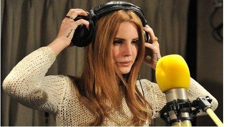 Lana Del Rey Co Writer No One Liked Video Games Bbc Newsbeat
